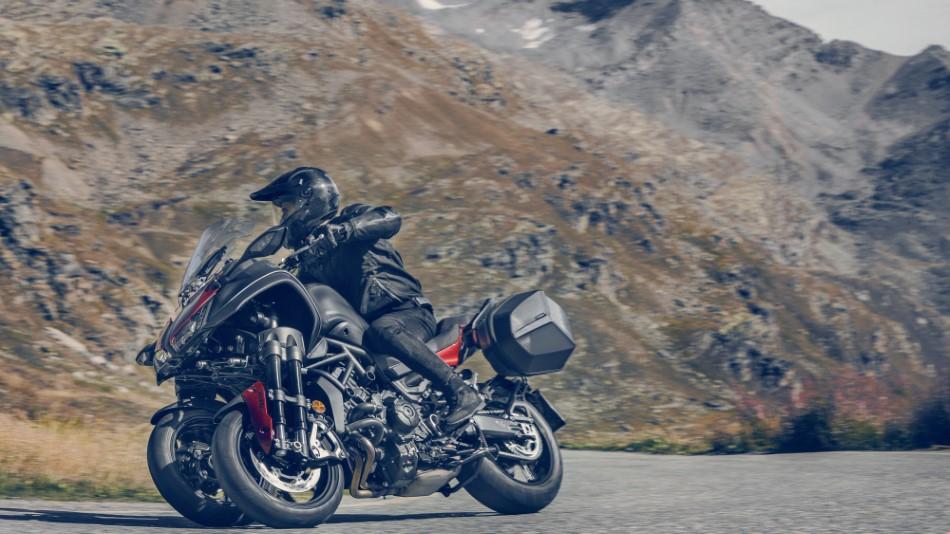 Yamaha_Sport_Touring_kampania_Niken_Tracer_FJR_2020_slide.gr_02.jpg