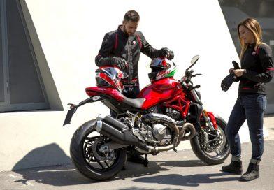 Είδη ρουχισμού ειδικά για το καλοκαίρι από την Ducati.