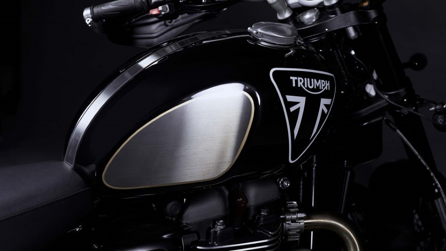 Triumph_Scrambler_1200_James_Bond_2020_slide.gr_07