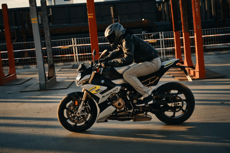 BMW_S1000R_MY21_2020_slide.gr_11