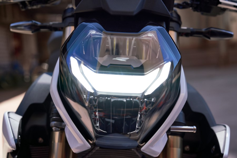BMW_S1000R_MY21_2020_slide.gr_17