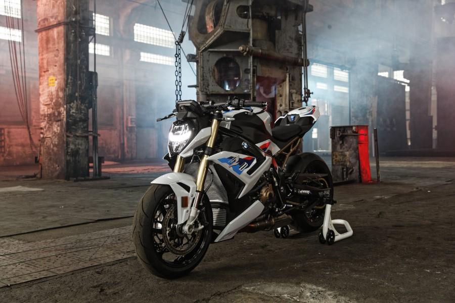 BMW_S1000R_MY21_2020_slide.gr_23