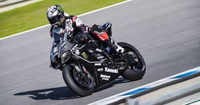 Εμφάνιση του νέου αγωνιστικού Kawasaki ZX10RR στην πίστα της Jerez.