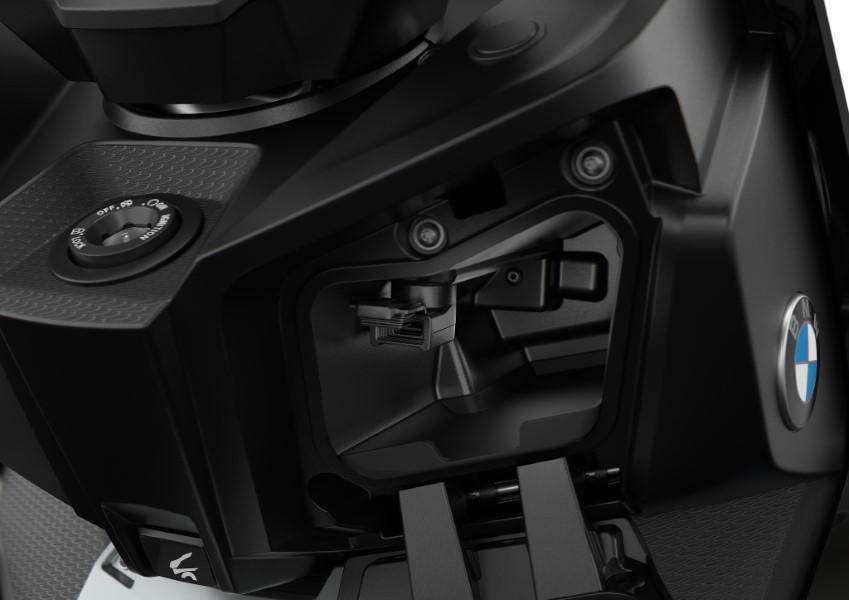 BMW_Motorrad_C_400_X_GT_Black_Collection_Scooter_2021_slide.gr_16